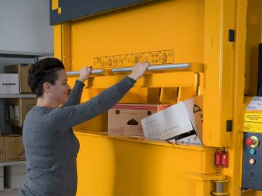 The type of the baler's door significantly affects the comfort and efficiency of the device